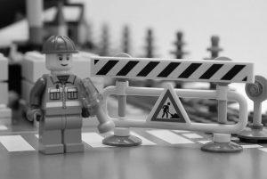 lego-constructionworker-bw